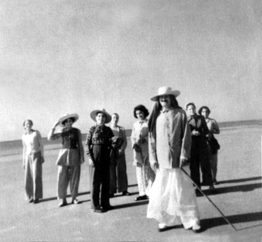 1952 ; On the beach at Myrtle Beach, SC. - Mehera is wearing dark pants to the left of Baba