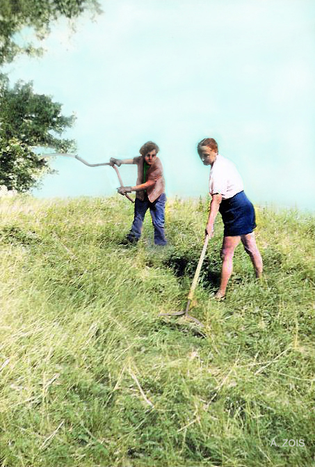 Agnes ( left ) with Margaret Craske doing some work. Image colourized by Anthony Zois