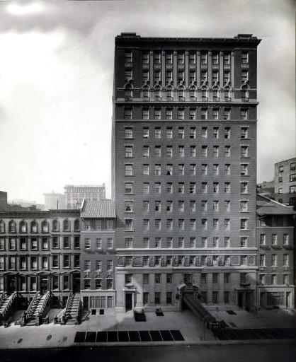 1920 : THE LA SALLE HOTEL