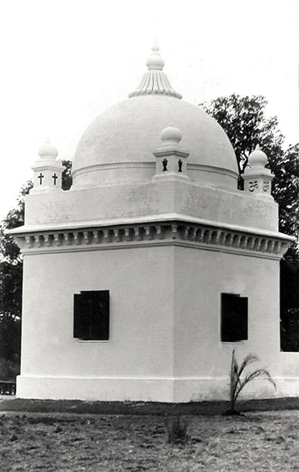Mandla shrine, 1940. Courtesy of the Jessawala Collection - AMB Archives, Meherabad, India.