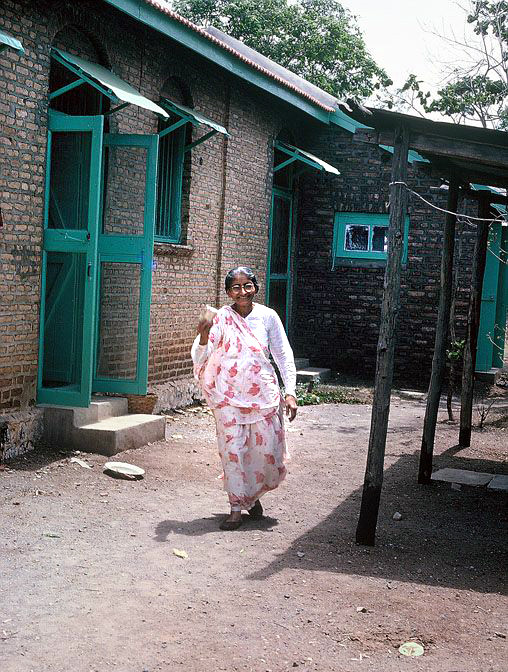 Mid-1970s ; Mansari outside her quarters at Upper Meherabad - Photographed by Anne Giles