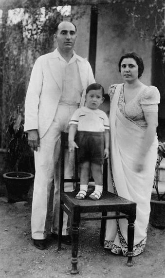Sarosh with his wife - Viloo and his son - Merwan. Courtesy of MN images