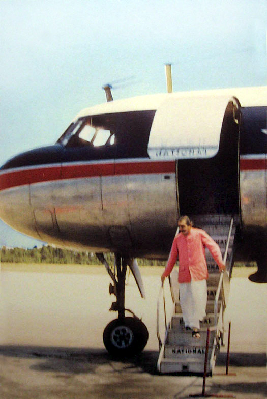 Baba arriving at Wilmington Airport NC in 1956 ; Photo courtesy of Mark Trichka & Charley Decker