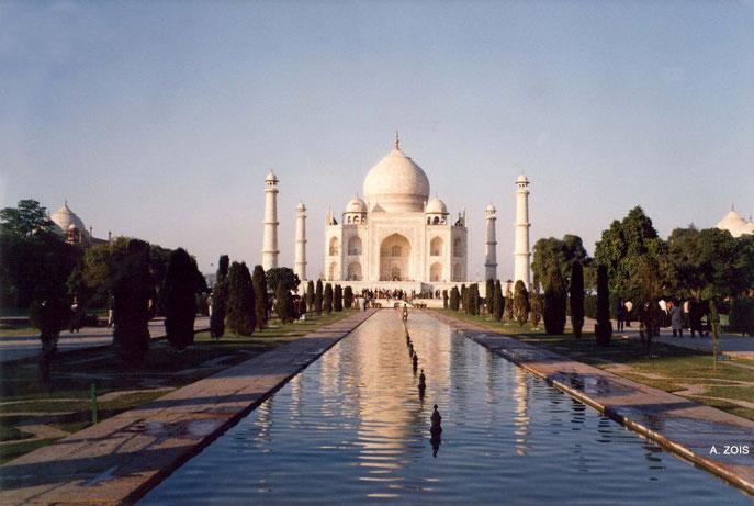 Taj Mahal . Photo taken by Anthony Zois