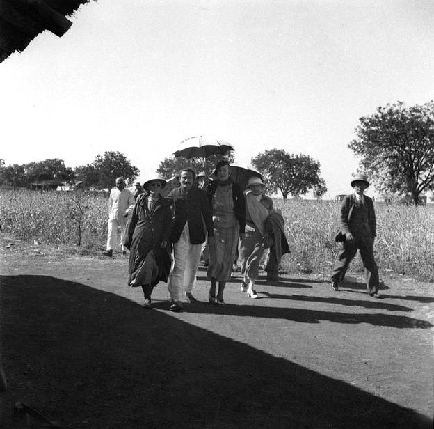 MSI Collection ; India - Nadine is walking behind Norina,Baba & Mary