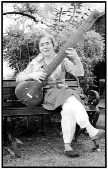 Mani playing sitar ; Courtesy of LSLP 1997