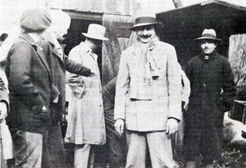( L to R ) Elizabeth Patterson Norina Matchabelli, Chanji, Meher Baba and brother Jal.