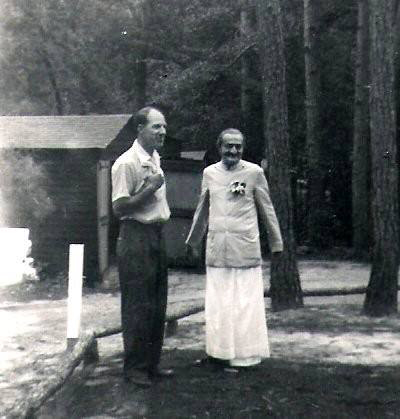 1956 : Meher Center, Myrtle Beach, SC., - Meher Baba with Darwin Shaw.