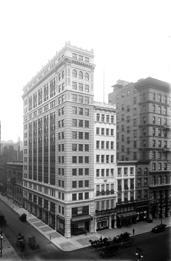 516 5th Avenue at the N.W. corner of 43rd Street. 1915 exterior