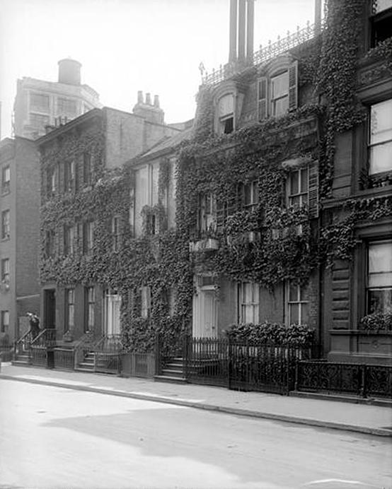 1915 - Miss Helen Stokes residence - 90 and Ferrerieo Viletie residence - 88