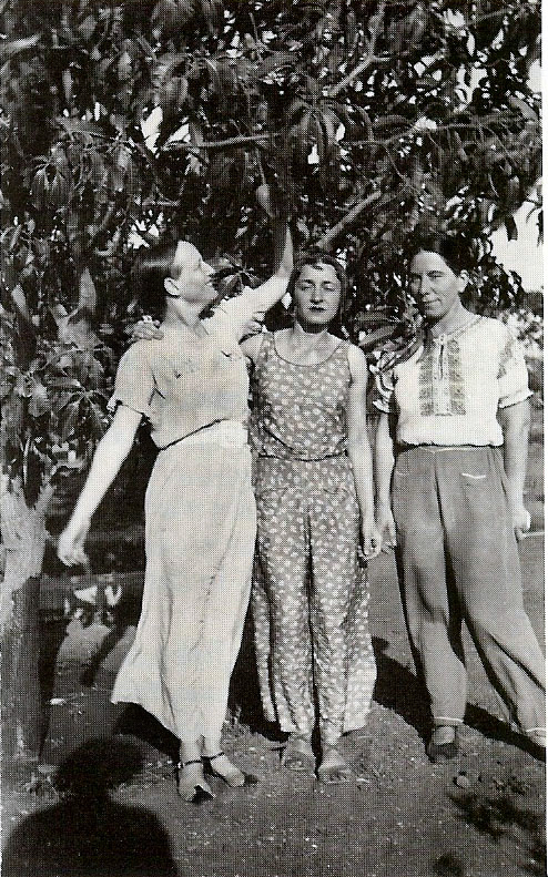 Mid 1930s ( L-R )  Margaret Craske,  Delia De Leon & Kitty Davy in India