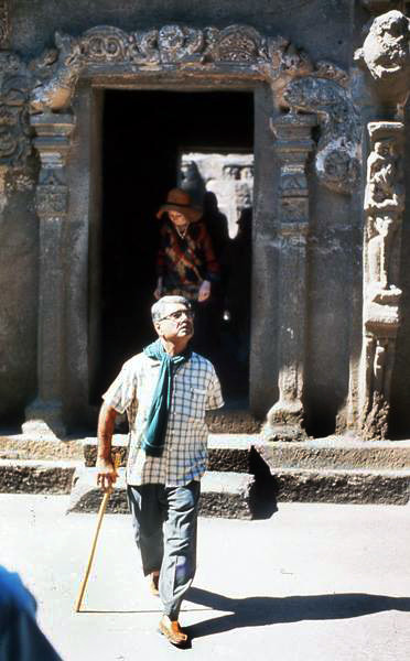 Eruch leading a tour at the Ellora Caves, India