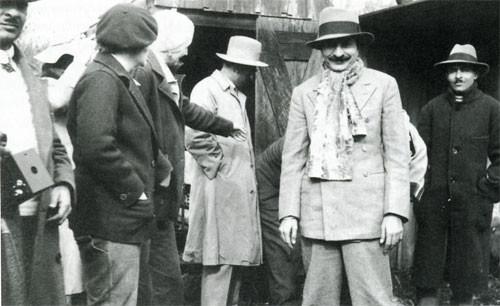 1934 : Kaka, Elizabeth, Norina, Chanji, Meher Baba, Jal (Baba's brother)