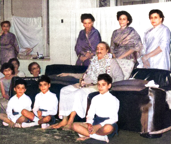 Monday morning, 16 May 1960, Guruprasad, Poona, India. Standing behind Baba are ( L-R ) Arnavaz, Roda & Nargiz. Seated : Sarosh, Falu & Meherwan. Courtesy of Gift of God book. Image colourized by Anthony Zois.