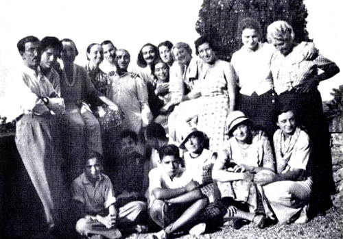 Awakener ; Vol.20,No.2 - Portofino 1933 - Mabel standing in front of Baba