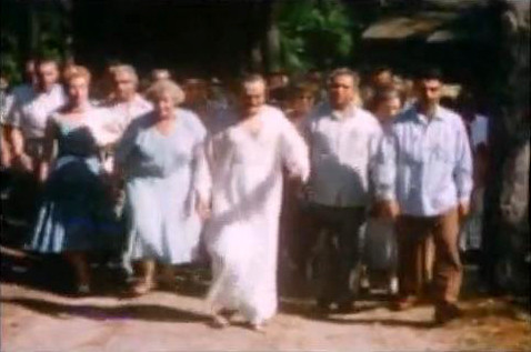 (l-r) Marion Florsheim, Elizabeth Patterson Meher Baba, Meherjee Karkaria & Eruch Jessawala. 1956 -  Image captured by Anthony Zois from a film.