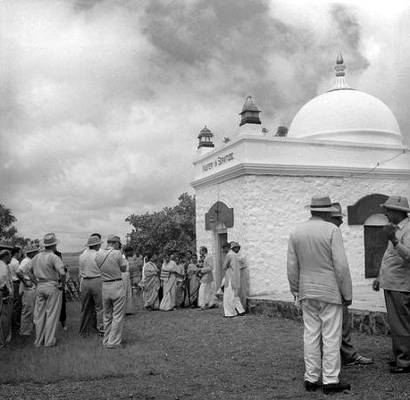 MSI Collection ; India 1954 - Charles is nearest  to camera.