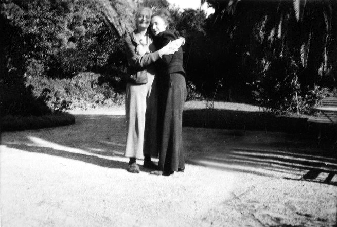Ruano with Norina Matchabelli's sister - Ghita, in the garden of Capo di Monte, Cannes, France. Image courtesy of MN Publishing