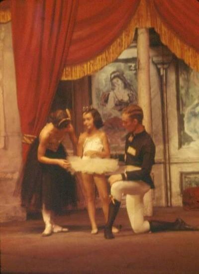 ( L-R ) Marie , Andra Corvino & Peter Saul