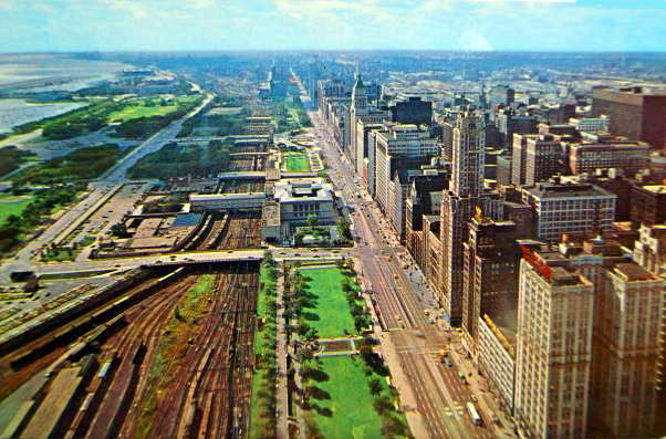 Postcard ; CHICAGO - MICHIGAN AVE , LAKEFRONT- AERIAL PANORAMA - LOOKING SOUTH - SUNKEN I.C. TRACKS - ART INSTITUTE - c1960