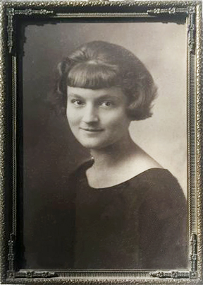 THE HIGH SCHOOL PHOTOGRAPH of Agnes Baron that she gave to Ken and Len Ceder. She graduated high school in 1923 - Courtesy of Len Ceder