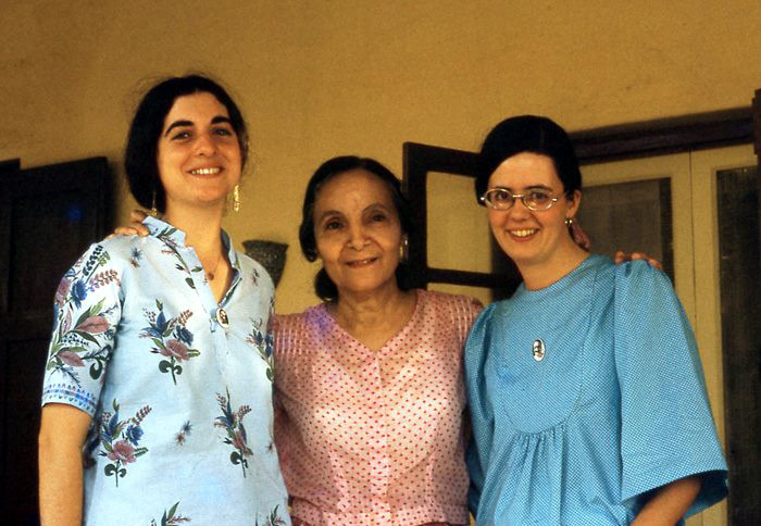 Meherazad, India - mid 1970s ; ( L-R ) Sheryl Chapman, Mehera and  Anne Giles. Photo from Anne Giles