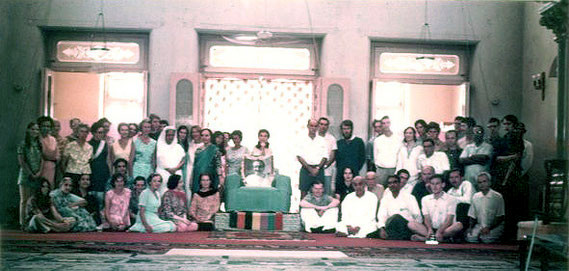 Great Darshan ; Poona 1969 - Australian group