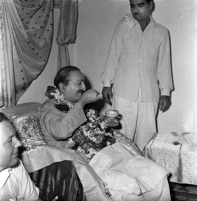 Late May 1960, Poona, India : Lud with Baba Late May,1960.Poona,India Photographed by Meelan - Courtesy of MN Collection