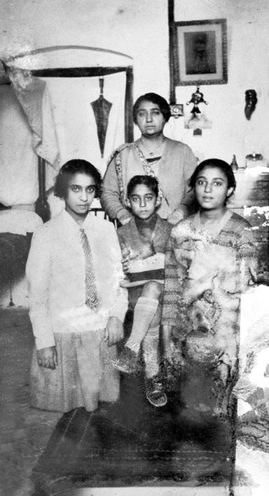 ( L-R ) Goher, Khorshed standing, Aspi & Katie. Very poor image courtesy of MN Publ.