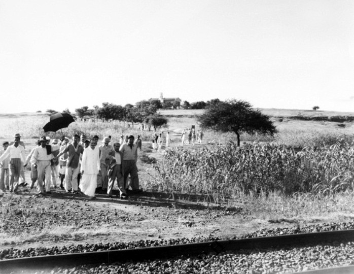 1950S - Baba near the railway line
