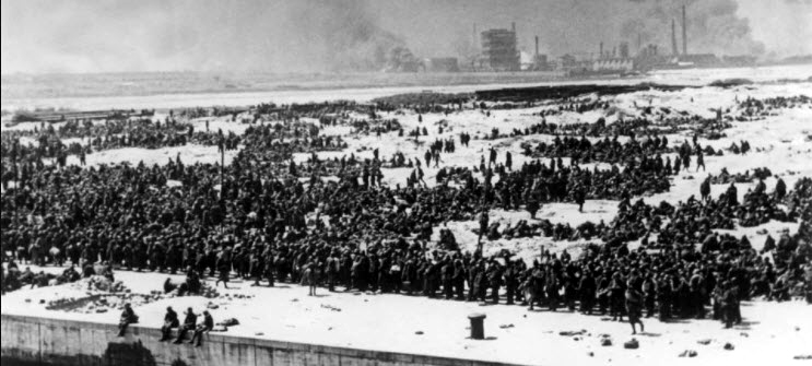 Allied troops gathering on the beaches to be evacuated