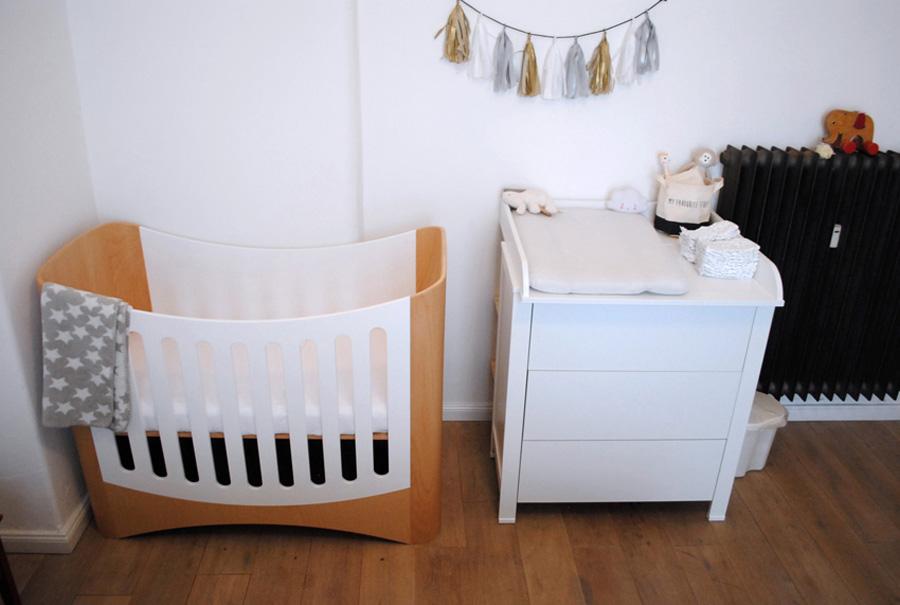 Design Kinderbett aus Holz umbaubar zum Beistellbett