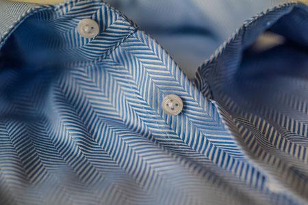Blaues Herren Maßhemd mit Fischgrat-Muster