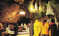 世界中から難病患者が救いを求め50万人以上が訪れるフランス「ルルドの泉」