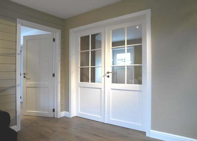 Portes intérieures pleines et vitrées, finition laque blanche