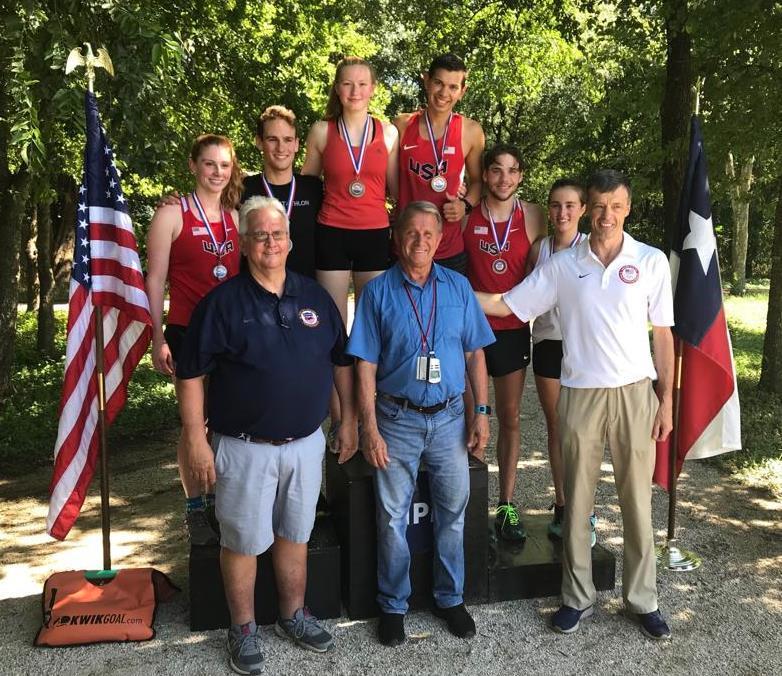 Viktoria Ahaus - Platz 1 – Siegerehrung durch die U.S.-Sportdirektoren