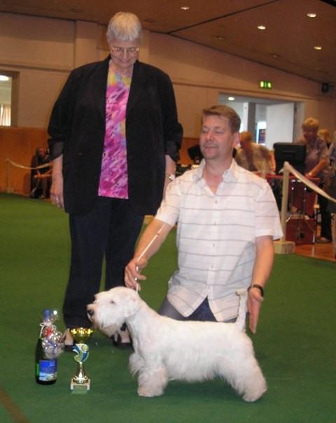 Bester Junghund ,mit der Richterin Frau Freerksen und dem Besitzer Micheal Weser