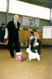 Dr. Peper und Frau Grunewald mit dem Gewinner West Highland White Terrier