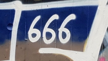 666-die Telefonnummer des Teufels. Und daneben 029 – das steht für Bergedorf, das ist das Ende unserer Postleitzahl. Josef und der Teufel in Bergedorf. Und gleich daneben JUDAS? Jetzt müssen wir die Bibel zurate ziehen.