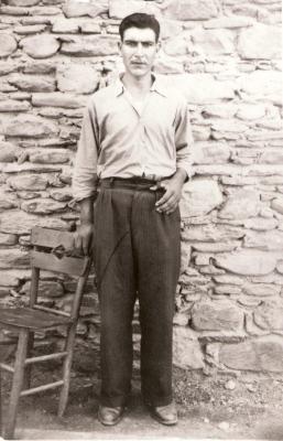 Ekrem Durmaz  Babasi Bektas Balaban Bey, lakabi Ihsan Pehlivan,  Annesi Hatice Turan Hanim,  Salihi-Yesilova,  Manisa-Türkiye-Cumhuriyeti  Dogum tarihi 1934