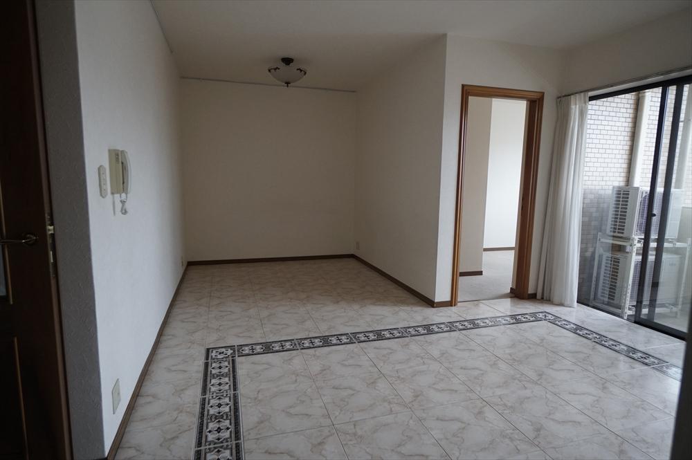 LD部分 床はスペイン製のテラコッタタイルを使用しています。床暖房も設置