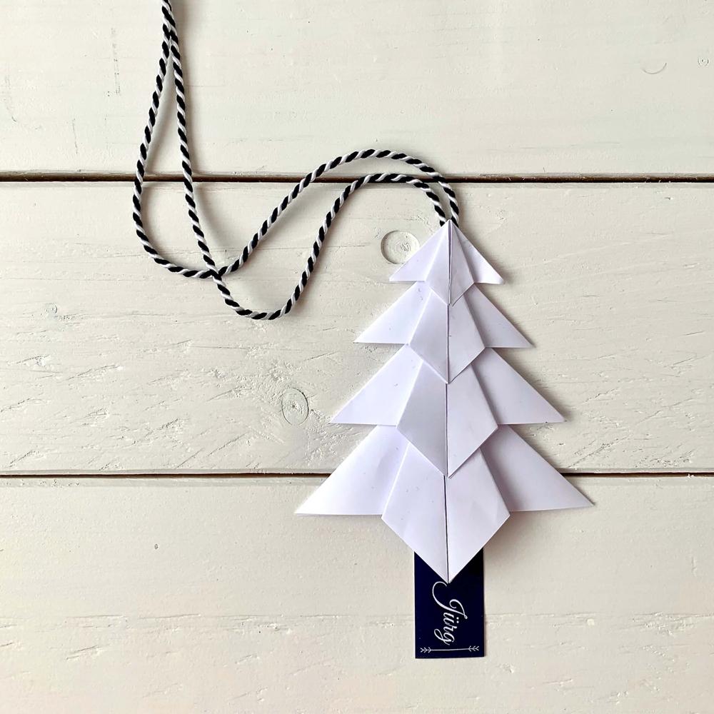 Tannenbaum weiss aus gefaltetem Papier