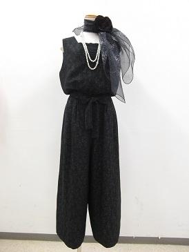 ブラックパンツドレス