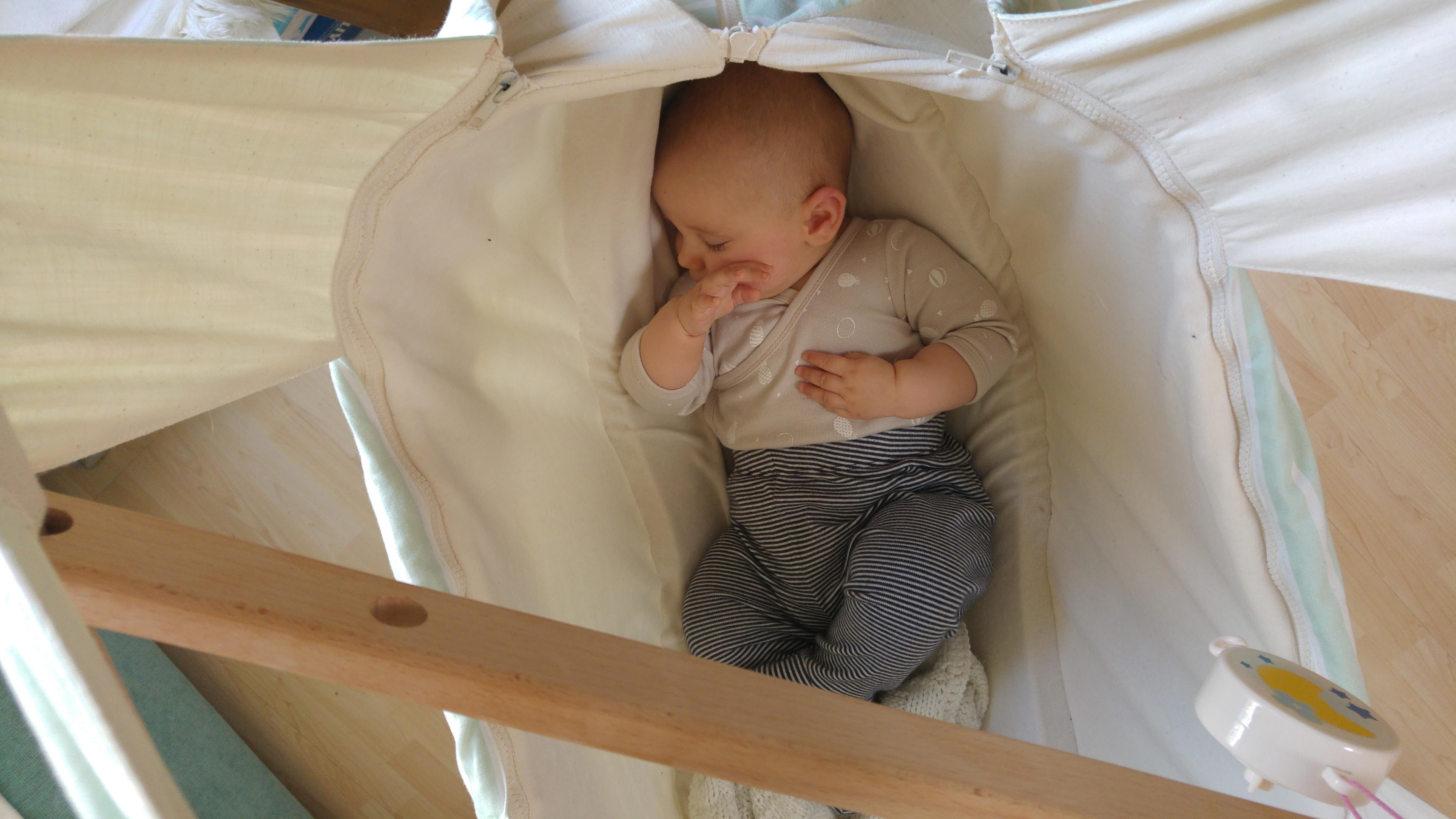 Babyhaengematte als Ort der Erholung und Entspannung