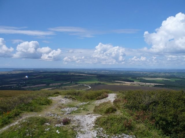 A 330 m. d'altitude, le Menez Hom : randonnées, parapente