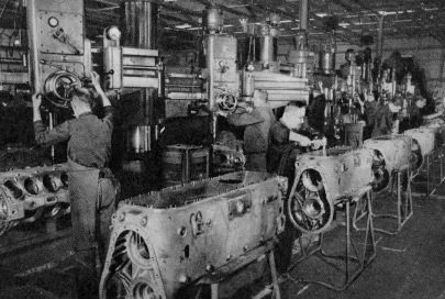 Una delle Fabbriche di produzione dei motori aeronautici spostata tra l'autunno del 1943 e la primavera del 1944 nelle gallerie della Gardesana Occidentale