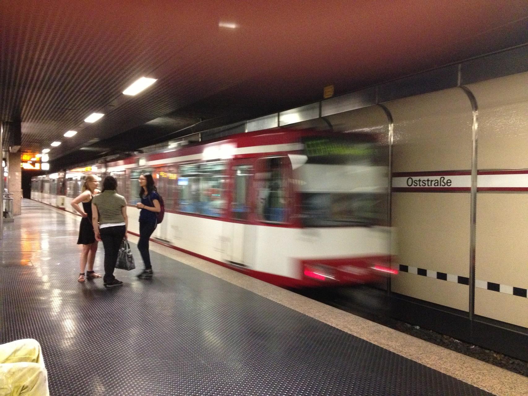 Uバーン 「オスト駅」 地下鉄から路面電車へと繋がります