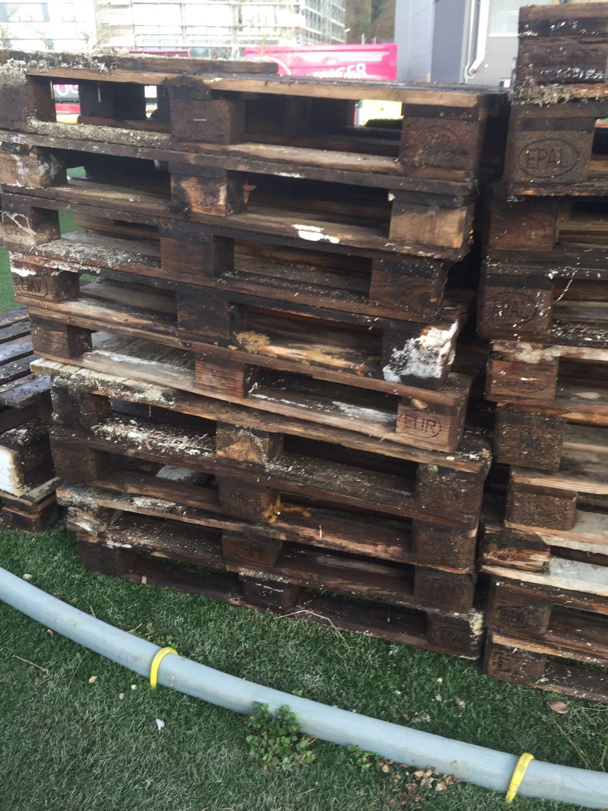 Die Treppe musste leider komplett verschrottet werden, da das Holz im inneren schimmelte