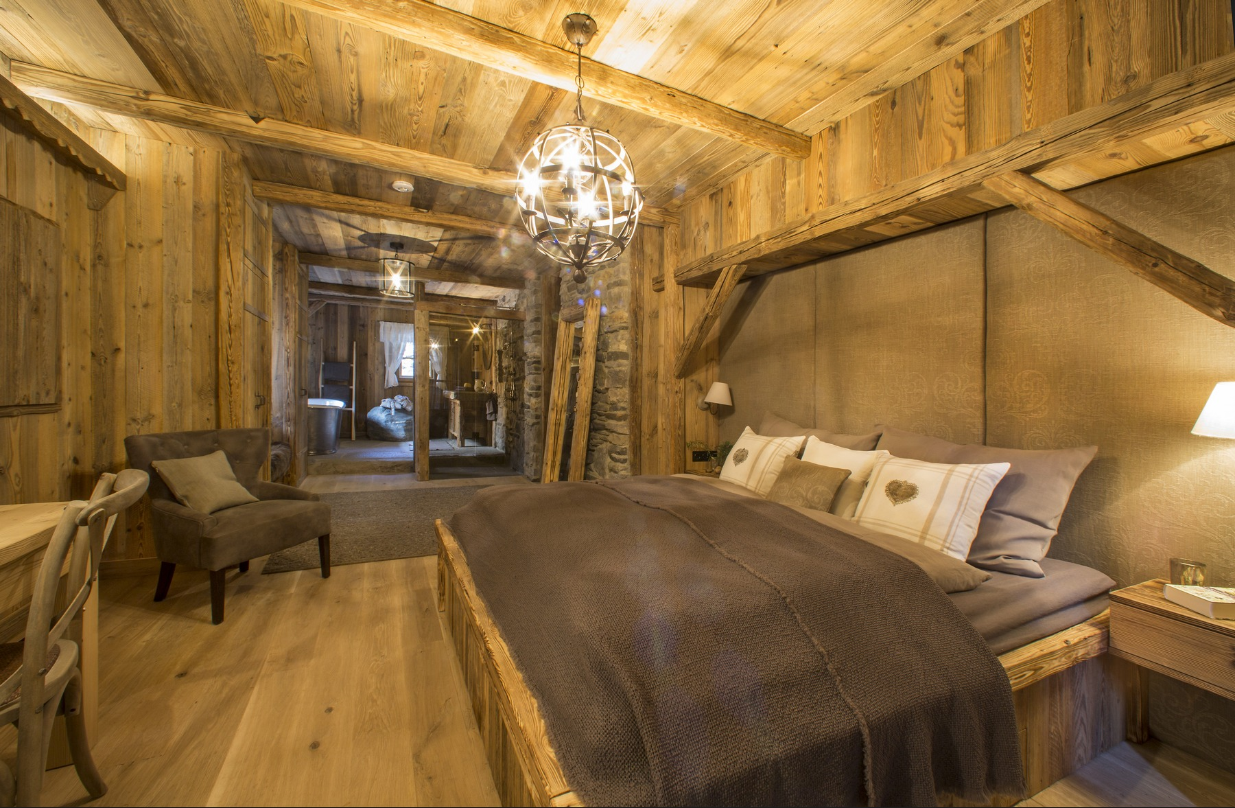 Jagd Haus in Tirol - Naturholzboden (Quelle: Home Interior)
