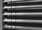 ROMA Raffstore - Verdeckt liegendes und dadurch vor UV-Strahlung geschütztes Aufzugsband